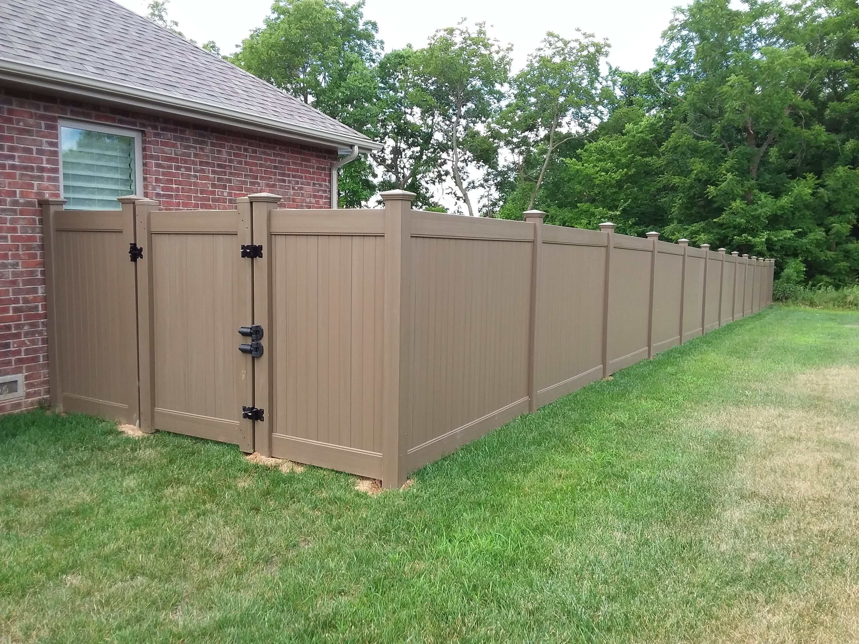 Vinyl Privacy fence (1)-min